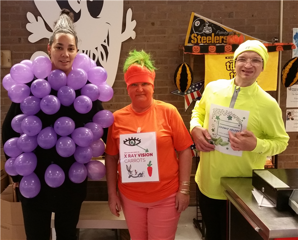 Denise Davis and her staff encourage kids to try fruit and veggies at Conroy